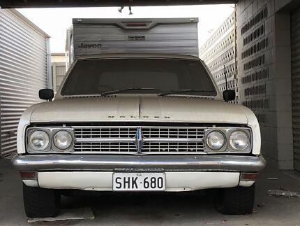 HK Premier Wagon V8