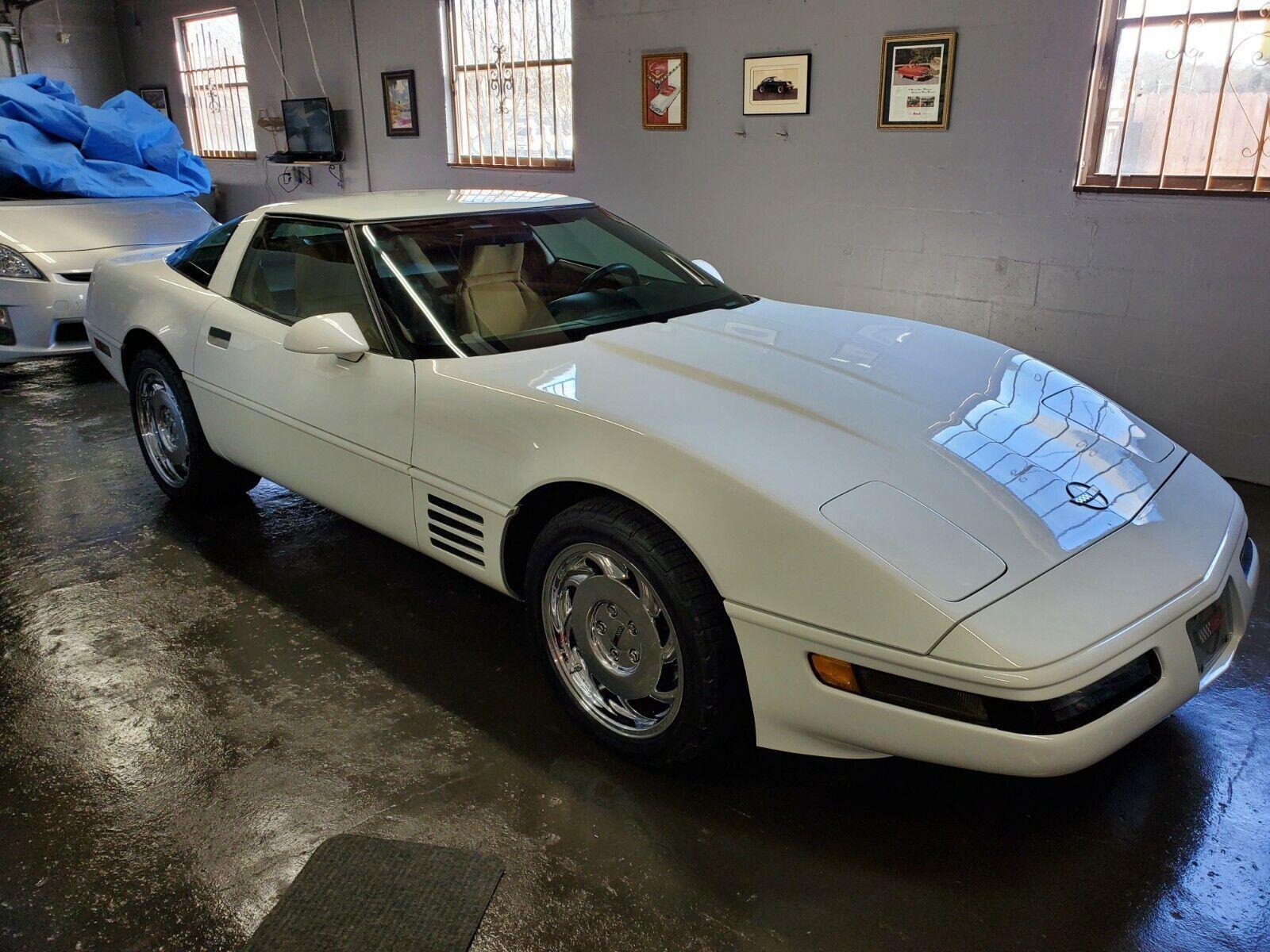 1991 White Chevrolet Corvette     C4 Corvette Photo 1
