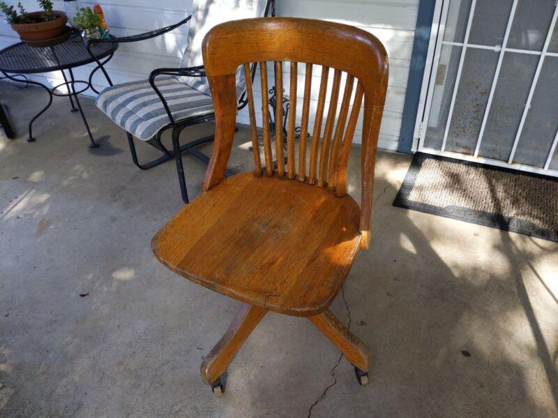 Antique VTG 1914 Milwaukee Chair CO. Medium Oak Banker Desk Swivel Chair