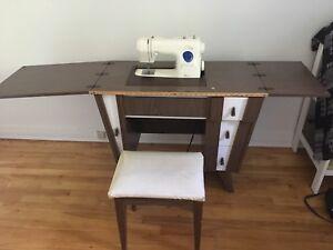 Meuble de machine à coudre avec banc de rangement