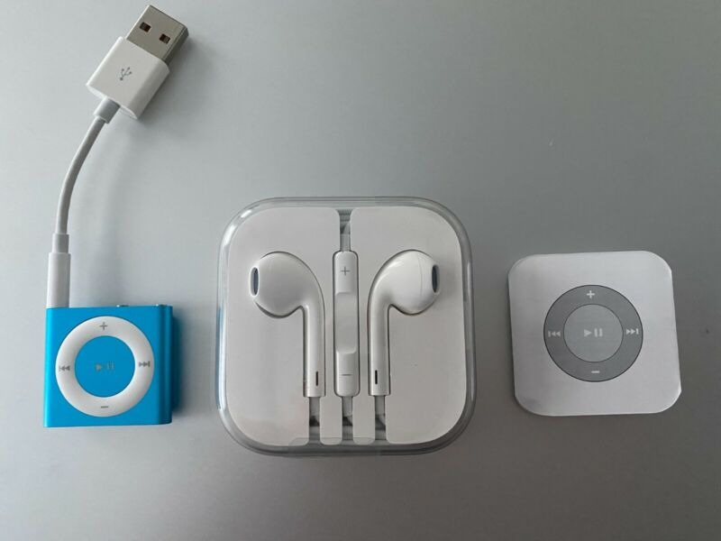 APPLE iPod SHUFFLE Turquoise 4th GENERATION Charge Cable NEW EARPODS Earphones