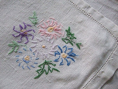 VINTAGE HAND MADE TABLECLOTH CORNFLOWER EMBROIDERY MADE IN SCOTLAND 43'' SQUARE