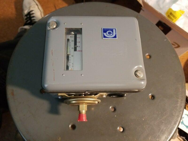 Johnson Controls TRANSDUCER, PRESSURE TO ELEC-TRIC P-7302