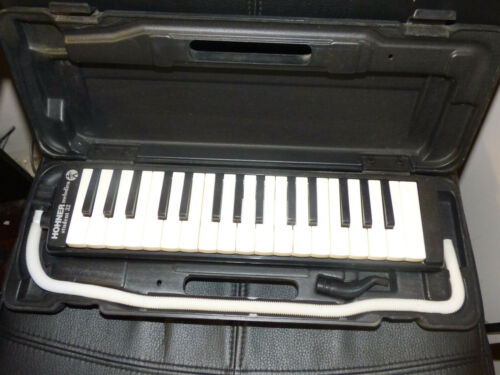 VINTAGE HOHNER STUDENT 32 MELODICA WORKING WITH CASE