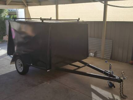 Almost Brand New 7ft X 5ft X 4ft High Enclosed Trailer