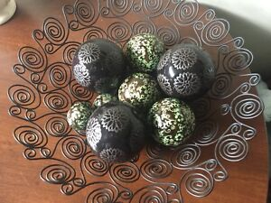 Metal bowl and ceramic balls