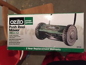 Ozito push reel hand lawn mower great condition Darling Point Eastern Suburbs Preview
