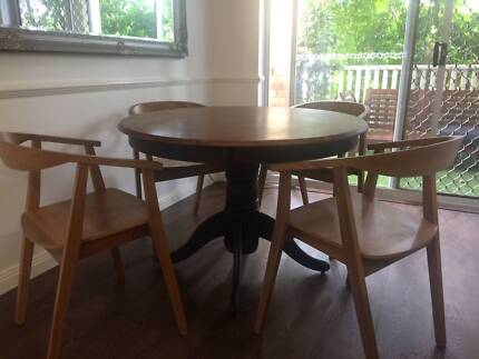 Shabby Chic Dinning Table With Chairs