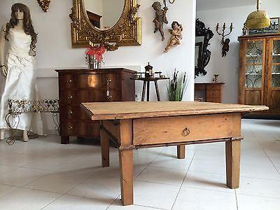 uriger Couchtisch Tisch Landhaustisch Bauerntisch Bauernmöbel Nussholz Nr. 8051