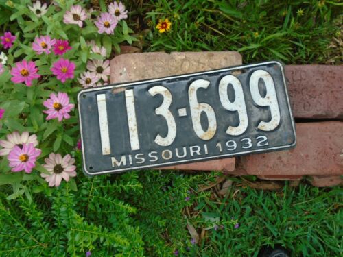 Missouri vintage 1932 License Plate # 113-699, MO