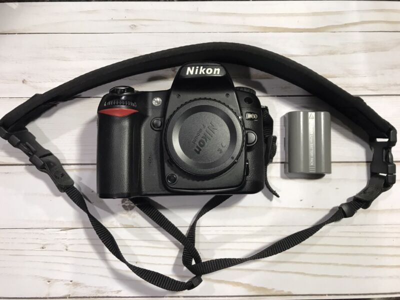 Nikon D80 Digital DSLR Camera Body Only Works Great