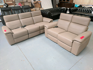 Amazing Electric Leather Recliners - 50% off RRP Eumemmerring Casey Area Preview