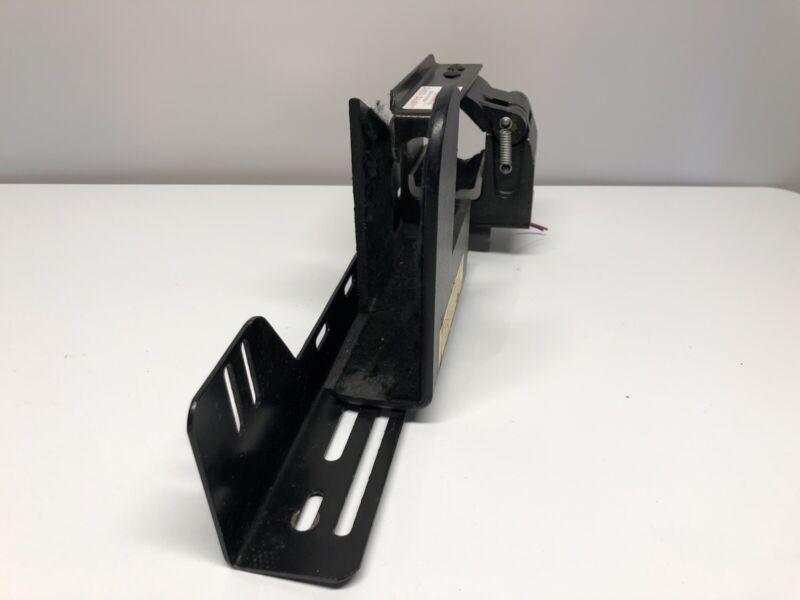 PRO GARD G5040UT Locking Gun Rack NO KEYS  Removed from Police vehicle