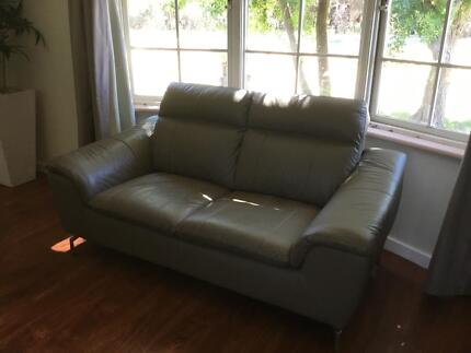 Near New Leather Sofa Suite