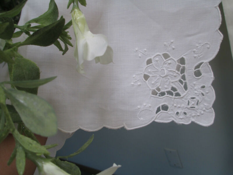 7pc French  white work Lace embroidery on  Pure LINEN  Dinner Napkin set  17x16