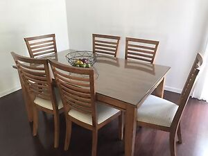 Dining table & 6 chairs $150 Ipswich Ipswich City Preview