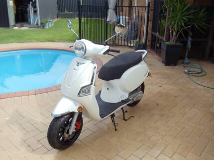 Moped Longi low KM Woodvale Joondalup Area Preview