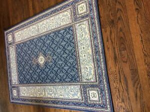 Rug, great condition, no wear or pet stains