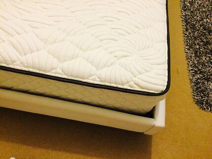 Queen size mattress and bed head. Wongan Hills Wongan-Ballidu Area Preview