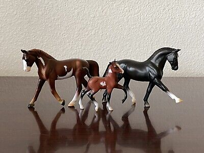 Breyer Mystery Foal Surprise Family 8 #5885 Stablemate Set 2015