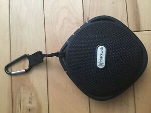 Small speaker with clip