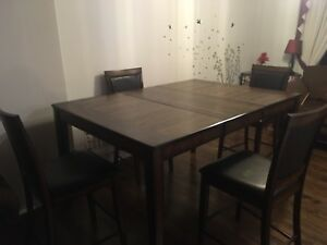 5 piece convertible Dining Table with leather seats