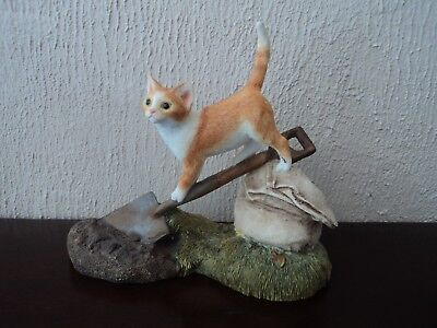 VINTAGE (SHERRATT AND SIMPSON) HAND PAINTED/CRAFTED CAT ON SHOVEL.