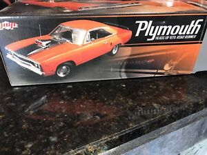 1:18 scale diecast Plymouth Heads Up 1970 Road Runner