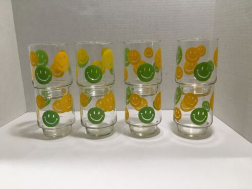 8 VINTAGE 1970s MID CENTURY YELLOW & GREEN SMILEY FACE GLASS TUMBLER GLASSES