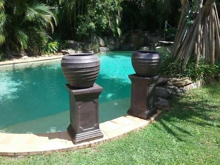 Plant pots with pedestal