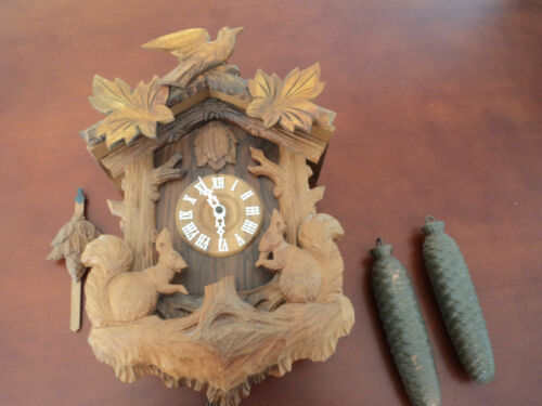 VINTAGE GERMAN BLACK FOREST BIRD & SQUIRRELS CARVED WOOD CUCKOO CLOCK WORKS!