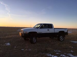1998 Dodge v8 pick up truck