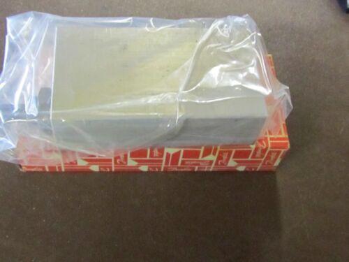FLUID CONTROL 1B12-P6-8S COUNTERBALANCE VALVE ASSEMBLY *NEW NO BOX*