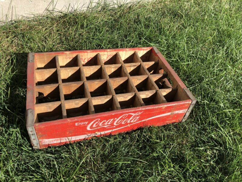 Red Wooden Wood Coca-Cola Coke Soda Crate 24 Pack Glass Bottles 1973 Chatano