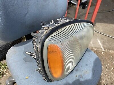 2000-2005 Cadillac Deville Right RH Passenger Headlight