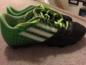 Adidas size 4 soccer cleats