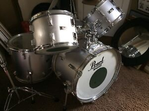 Pearl Export Drum Set (used, silver like the fox it is ;)
