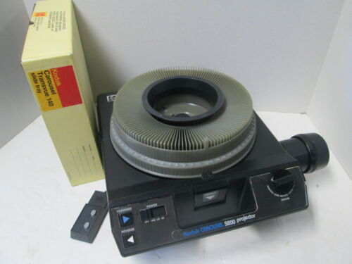 Kodak 5200 Carousel 35mm Slide Projector - Zoom Lens - Auto Focus - Remote!