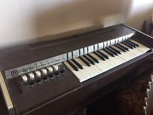 Magnus vintage electric chord organ