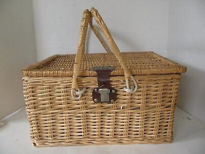 Elegant 4 Person Wicker Picnic Basket Hamper Set With Flatware And Wine Glasses