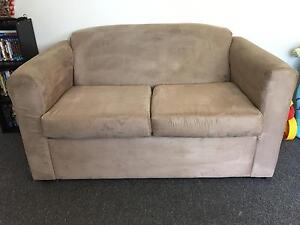 2 seater couch Moorebank Liverpool Area Preview