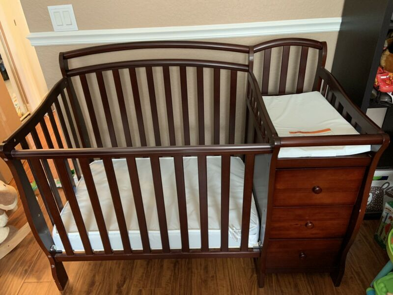 Convertible Baby crib with attached changing table mattress & pad