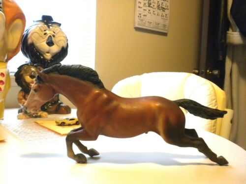 VINTAGE ORIGINAL BREYER RUNNING HORSE IS IN VERY GOOD+ CONDITION 14 INCHES LONG