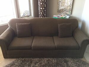 Couch buy or sell a couch or futon in calgary kijiji for Sofa bed kijiji calgary