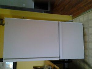 HOTPOINT BOTTOM FREEZER FRIDGE