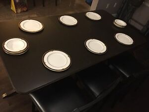 Dining room set. Table with 8 chairs