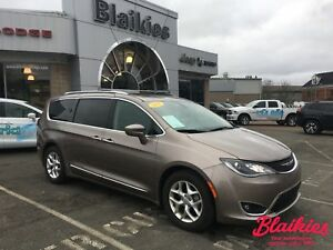 2018 Chrysler Pacifica Touring-L | 7 PASSENGER | SUNROOF |