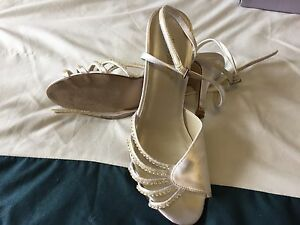 Dyeable shoes size 7