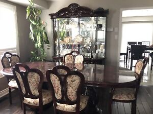 BEAUTIFUL DINER SET GREAT CONDITION 6 CHAIRS BIG TABLE