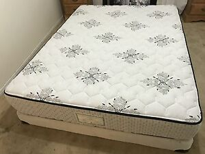 Deluxe Queen bed / lit in perfect condition - Delivery